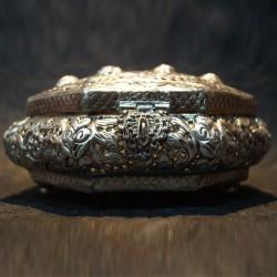 Octogonal flowers crafted aluminium jewellery box
