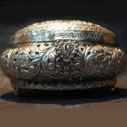 Aluminium flower designed Jewellery box
