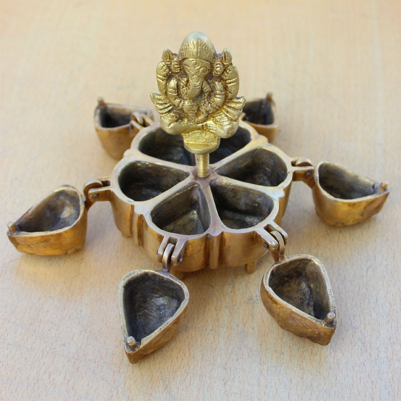 Six petal kukuma bowl with the presence of Ganapa
