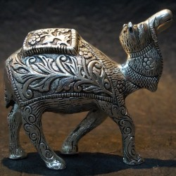 Beautiful hand made aluminium craft camel idol